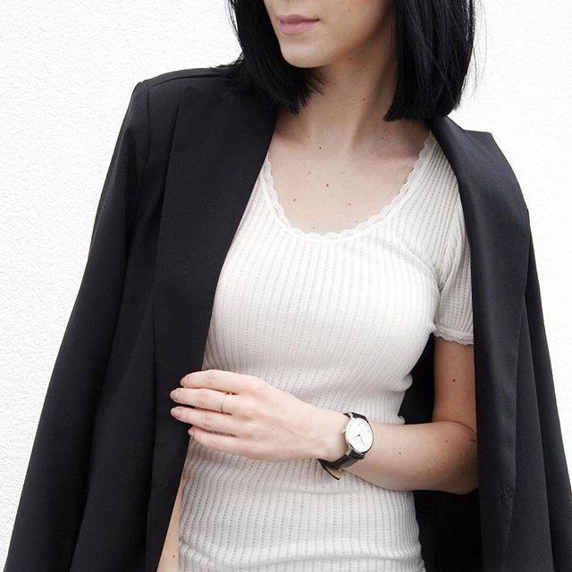 A soft white T-shirt is a key item in any wardrobe  @mesmerize_fashion #rosemundecph #white #t-shirt #rosemunde #aluxuryfeelingeveryday #silk #cotton #regram #styleblogger #keyitem #soft