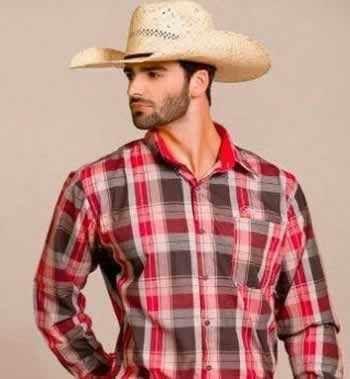 No vestuário country masculino o que não pode faltar é a camisa, manga longa ou curta, lisa ou xadrez. Um chapéu completa o look!