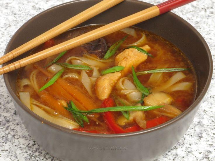 Supă cu tăiţei de orez şi ciuperci shitake