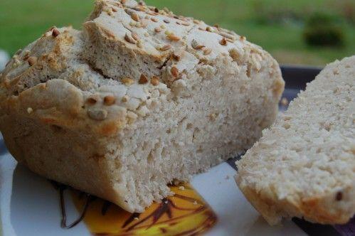 Très facile à réaliser ce pain sans gluten, bien gonflé, crôute croquante, mie souple ...et tous les avantages du levain : meilleur digestibilité, et tous les éléments nutritifs bio-disponibles Ingrédients : 170 g de farine de Riz complet 60 g de fécule...