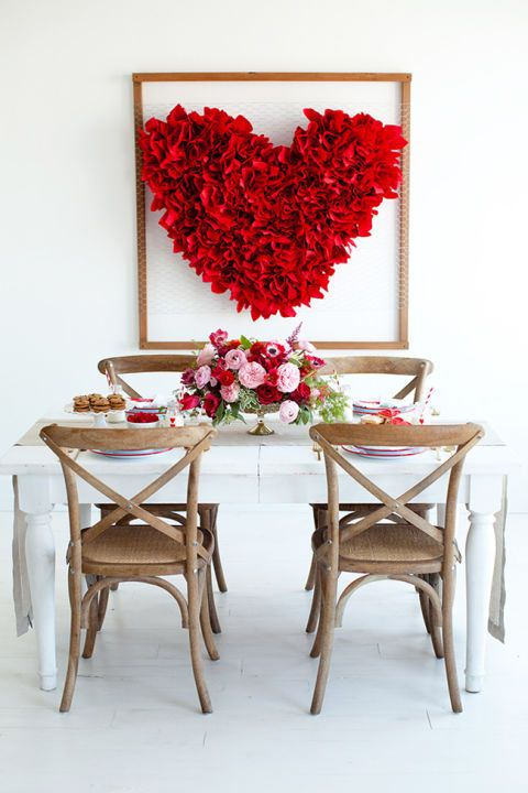 Chicken wire, wood poles, red paper napkins and a nail gun are the only tools needed for this eye-grabbing 3D heart hanging. Get the tutorial at Little Peanut Mag »