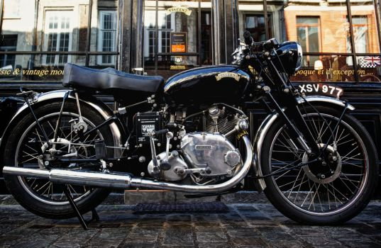 Vente événement de 4 motos Vincent chez Legend Motors http://journalduluxe.fr/vente-motos-vincent/