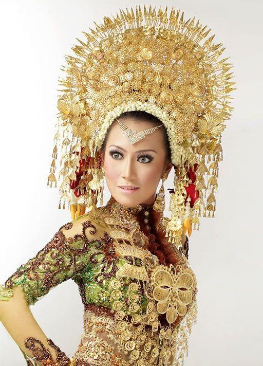 Vintage tiara Sumatra Indonesia wedding by ElrondsEmporium on Etsy