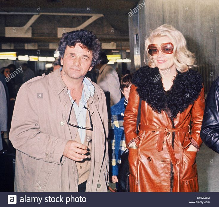 04april1976 FRANCE COLUMBO STAR PETER FALK WITH GENA ROWLANDS AT AIRPORT (1300×1232)