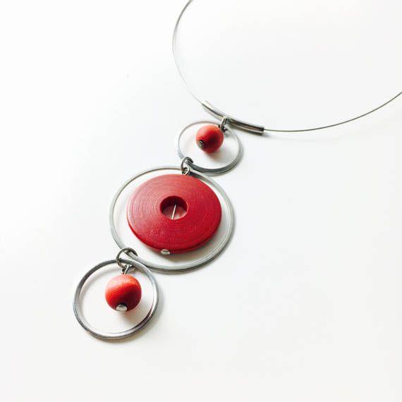 Kaija Aarikka for Aarikka Studio (FI), long red wood and metal necklace, 1980s. #finland | finlandjewelry.com #forsale