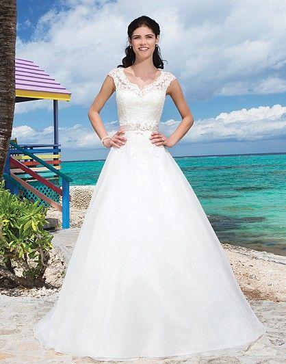 14 best Wedding Dress images on Pinterest | Wedding frocks ...