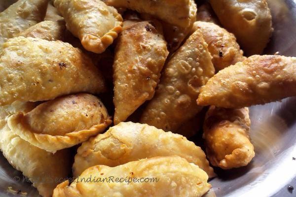 Sapna shares her secret family tradition associated with making Gujiyas..  http://secretindianrecipe.com/recipe/gujiya-indian-festive-sweet-dry-fruit-and-mawa-stuffing