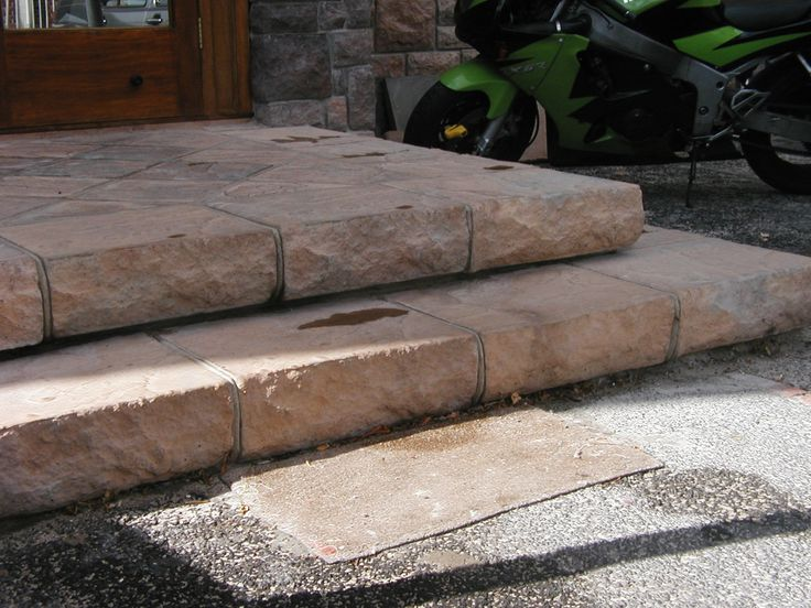 Classic concrete Ravine steps. Ideal for outdoor areas. Available in 16 colours.