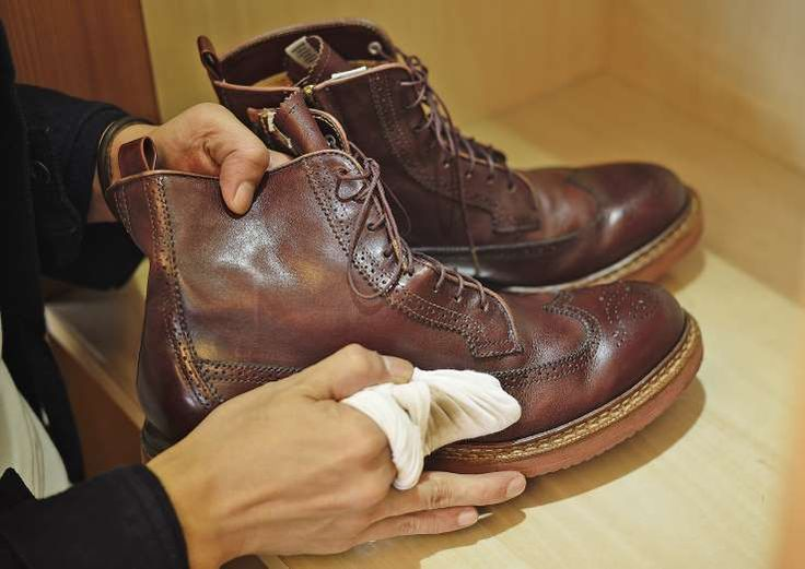 how to clean suede shoes vinegar and salt