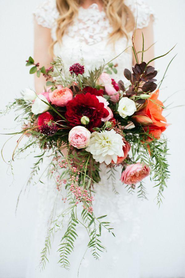 fall toned wedding bouquet - photo by Hazelwood Photo #weddingbouquet #bouquets