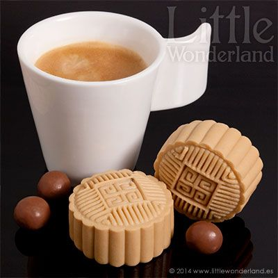 Pasteles de luna nevados de chocolate, café y Maltesers | Snow skin mooncakes with chocolate, coffee and Maltesers