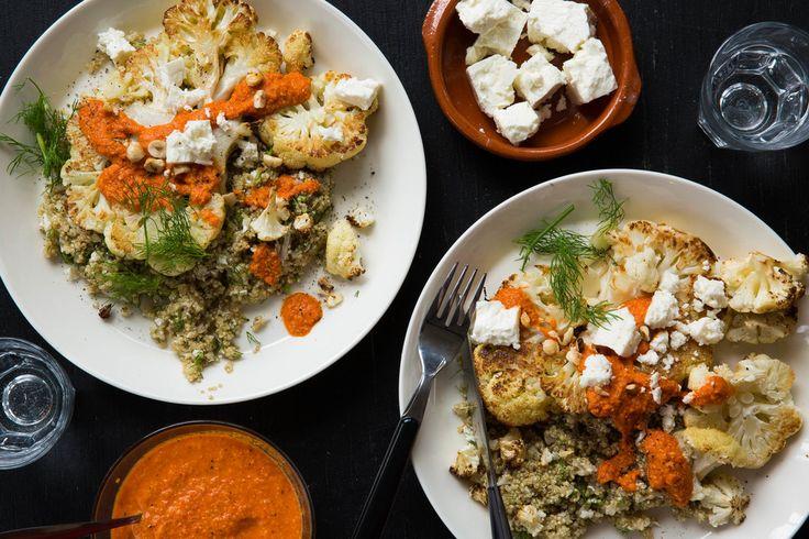 Bloemkoolsteaks met romesco, kruidige quinoa en hazelnoten | Marley Spoon
