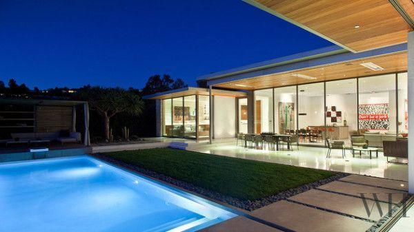 Casa contemporanea varanda integrada jardim piscina casa - Distribucion casa alargada ...