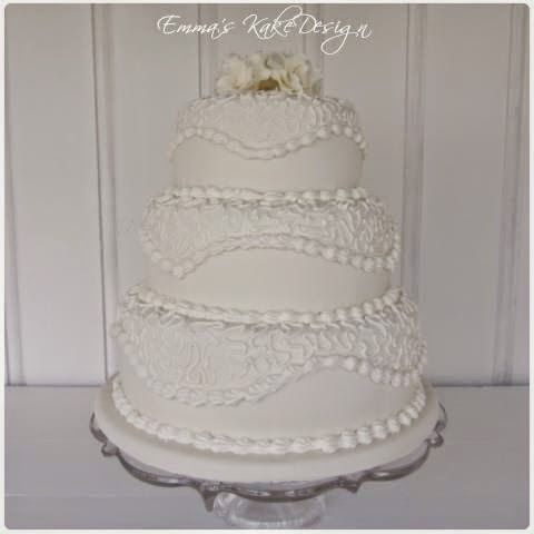 Emmas KakeDesign: Head to the blog for a step-by-step tutorial on how to make this beautiful wedding cake with royal icing pattern. Instagram @emmaskakedesign