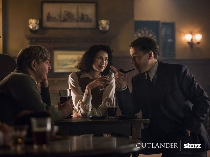 Here is a new pic of Caitriona Balfe, Tobias Menzies and James Fleet in Outlander Source : Outlander-Starz