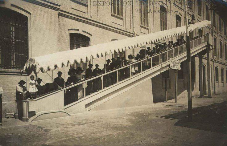1.909 El Ascensor o Tapis Roulant en la Exposición Regional Valenciana, era una cinta transportadora de un metro de ancho y cubierta ...