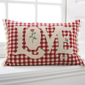 .Check Pillows, Red Pillows, Cojines Country, White Quilt, Quilt Pillows Love, Pads, Adorable Pillows, Almofadinhas Bichinhos, Sofas Pillows