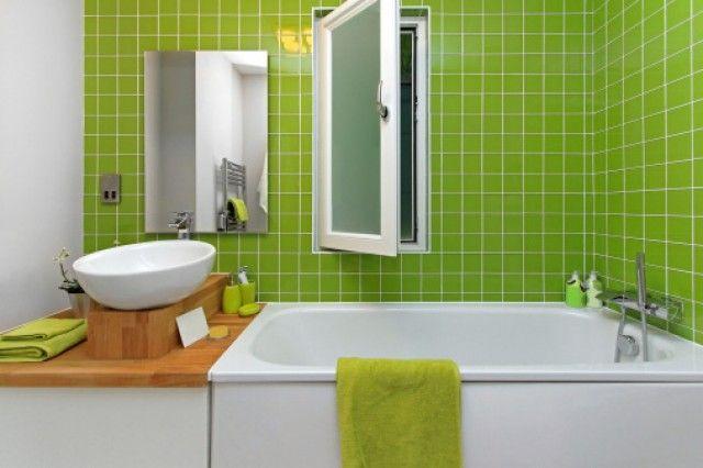 come pulire il bagno in modo naturale con l'utilizzo combinato di alcuni semplici ingredienti come aceto, bicarbonato e acqua distillata