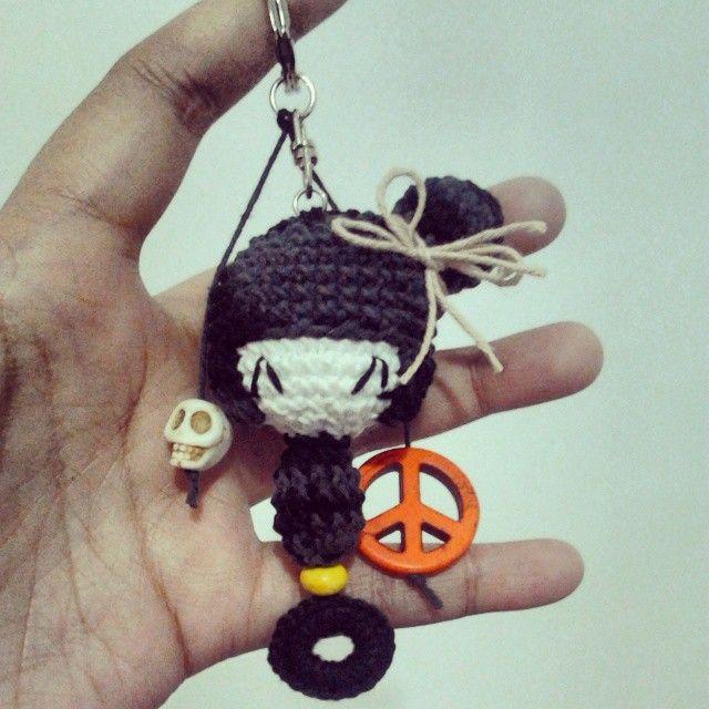 Ohayo gozaimasu, watashi wa tsuki desu ^^ Tsuki meet skull with peace.  Contact me on bio for order.  #crochet #charm #bag #accessories #kokeshidoll #kokeshi #doll #japan #amigurumi #ami #peace #skull #bead #key #keychain