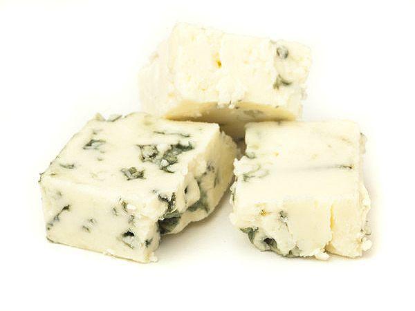 Ezine, eski kaşar, rokfor, feta, gravyer gibi peynirleri kullanarak peynirli tereyağı tarifi hazırlayıp, makarna, et sosları ve hamur işlerinde kullanın.