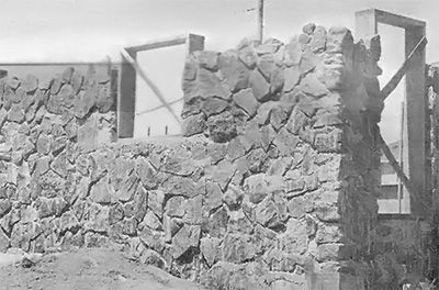 Building with stone offers a number of advantages. Here are seven, according to the authors. Originally published as