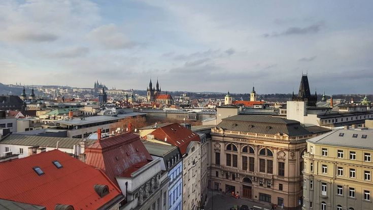 Afternoon in Prague  #prague #travel #afternoon #praguecastle #castle #roof #tower #powdertower #powdergate #nationalbank #outlook #view #street #streetphotography #galaxys6