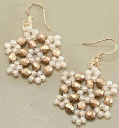 Beaded winter snowflake earrings ( jewelry making with beads ) // Hópehely alakú fülbevalók gyöngyből ( gyöngyfűzött ékszer ) // Mindy - craft tutorial collection