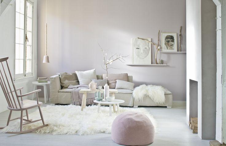 Scandinavische woonkamer met pastelkleurige accessoires | Scandinavian living room with pastel-colored accessories | Photographer Jeroen van der Spek | Styling Cleo Scheulderman | vtwonen February 2014
