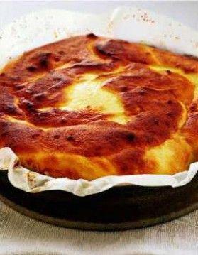 gâteau au fromage blanc 500 g de fromage blanc à 0 % 50 g de farine 1 cuillerée à café de levure chimique 40 g de sucresemoule + 1 cuillerée à café 3 oeufs 1 pincée de sel fin 10 g de beurre mou 1/2 cuillerée à café d'extrait de vanille le zeste râpé de 1 citron