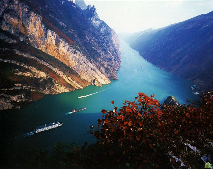 Yangtze River, China-such an exotic and beautiful place...breathtaking.Ears Birds, Beautiful Earth, Yangtze Rivers, Boats, Beautiful Places, Places I D, Travel, Eastern Asia, China