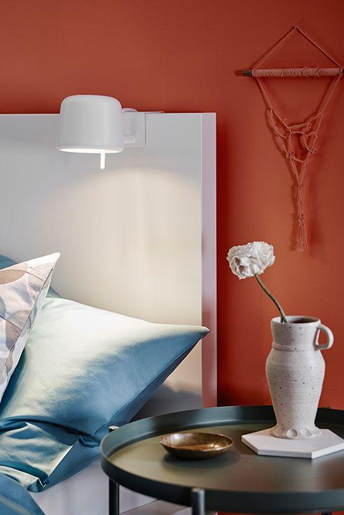 Το σποτ με κλιπ VARV είναι ιδανικό για διάβασμα! Περιλαμβάνει ρυθμιζόμενο λαμπτήρα LED (συμβατό με ροοστάτη) για να μπορείτε να διαμορφώνετε τη φωτεινότητα ανάλογα με τη χρήση, π.χ λειτουργικό ή ατμοσφαιρικό φωτισμό. Το σποτ βοηθά, επίσης, στην εξοικονόμηση ενέργειας στο σπίτι, καθώς λειτουργεί μόνο με λαμπτήρες LED.