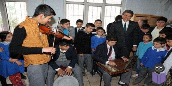 Fatihli öğrenciler Fatih Belediyesi'nin başlattığı proje ile Müzik Eğitimi konusunda hayallerini gerçekleştirme imkanına sahip olacaklar.  Fatihli öğrenciler Fatih Belediyesi'nin başlattığı bu proje ile Müzik Eğitimi konusunda hayallerini gerçekleştirme imkanına sahip olacaklar… Her Okula Bir Orkestra Projesi çerçevesinde 275 öğrenci müzik eğitimi almaya başladı… Fatih Belediyesi tarafından ilçedeki pilot okullarda çok ses getirecek bir proje daha başlıyor. Proje daha sonra oluşturulacak…