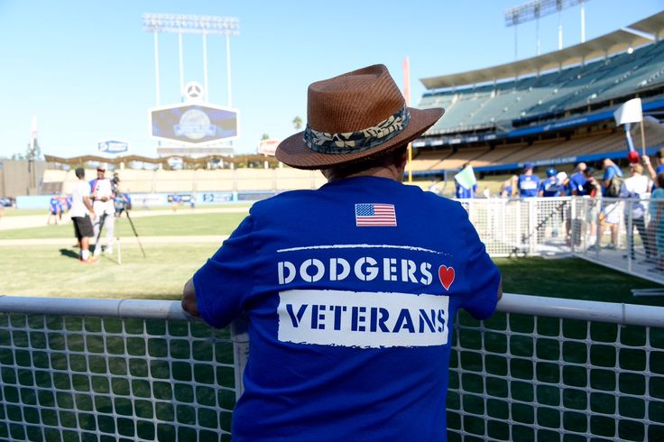 This past Friday on Veterans Day the Dodgers hosted a 300+ contingent of American military personnel and veterans for an afternoon of batting practice, food and tours at Dodger Stadium.