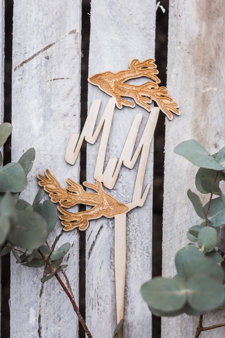 MARITIM - Caketopper aus Holz Gravur mit Korallen und Initialien Hochzeitspaar MM im Maritim Look für die Hochzeitstorte