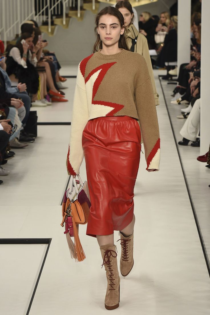 Tod's Fall 2017 Ready-to-Wear Fashion Show - Romy Schonberger