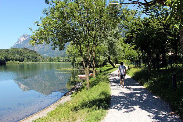 Oggi vi portiamo in gita al Lago di Piano, una bellissima e fresca meta immersa in una Riserva Naturale a poca distanza dal Lago di Lugano e Lago di Como.