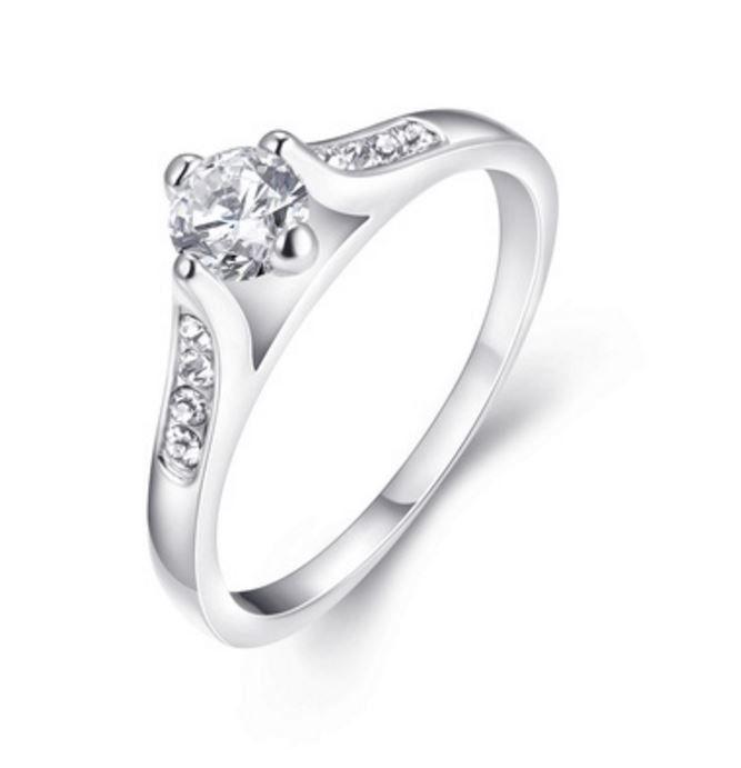 Krásný dámský prsten s krystaly – Velikost 6 Na tento produkt se vztahuje nejen zajímavá sleva, ale také poštovné zdarma! Využij této výhodné nabídky a ušetři na poštovném, stejně jako to udělalo již velké množství …