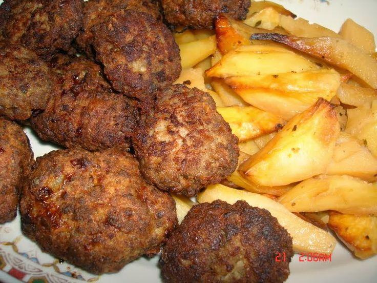 Αφράτα μπιφτέκια με πατάτες φούρνου | tselemedes