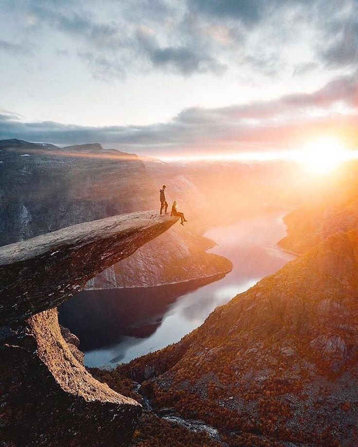 """via. @norgefoto  """"How about a 22km hike to Trolltunga?  shot by @oskarbakke""""  Zobacz więcej podróżniczych inspiracji na: http://ift.tt/2k1V00E  Polub nas na fb: http://ift.tt/2qiHjxm Poznaj nas na Twitterze: http://twitter.com/wagabundaclub - Polub nasz profil i oznacz nas na zdjęciu @wagabundaclub a podamy Twoje zdjęcie dalej :) - Zdjęcie autora:http://ift.tt/2AEa3mm"""