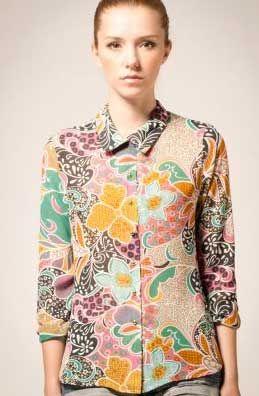 Baju Kerja Wanita Modern Dengan Nuansa Batik