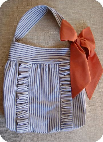 Ruffle bow purse...like most of the pins on here, i'll describe this as so adorable!