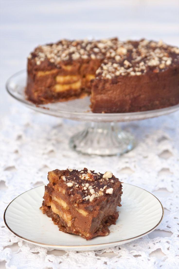 Mislim, da je bila ena izmed prvih presnih tort, ki sem jih ustvarila že pred leti, enavarianta Nutela torte. Takrat sem šele začela preizkušati presne sladice in tista torta je bila zelo pregrešna... Dobra, ampak pregrešna. :D Od takrat sem recept za presno Nutello prilagodilapo svoje in ponavadi je to sladica, ki jo pripravim, ko…