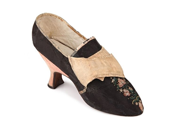 Shoe-Icons / Shoes / Black satin lady's shoes embroidered with flowers on the vamp.