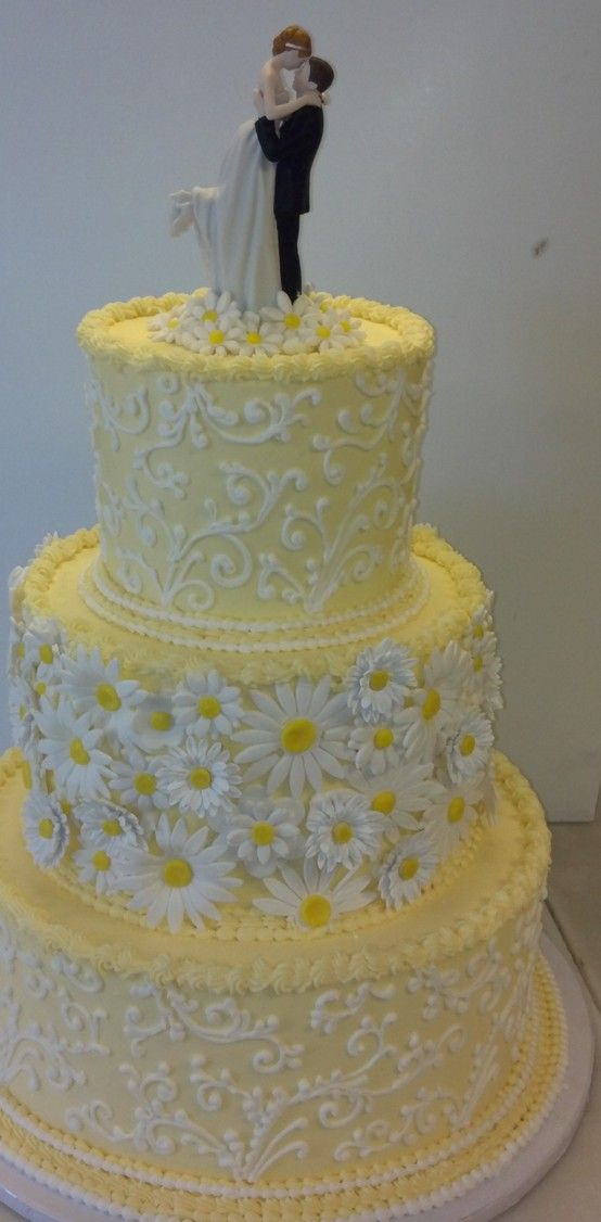 I don't like yellow for a wedding. color. But I like Daisies and this cake made me smile (: