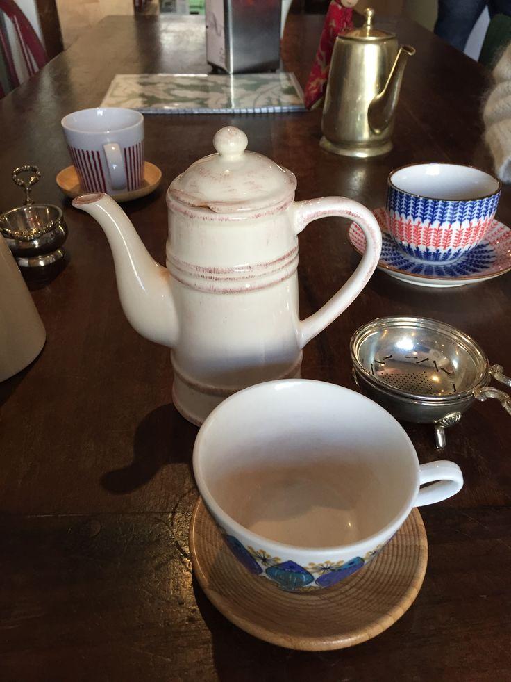Après un déjeuner au restaurant dans le quartier St Cyprien à Toulouse, j'ai poussé la porte de Solaneko, cantine japonaise et salon de thé, pour partager un thé entre amies Je n'ai pas pris la car...