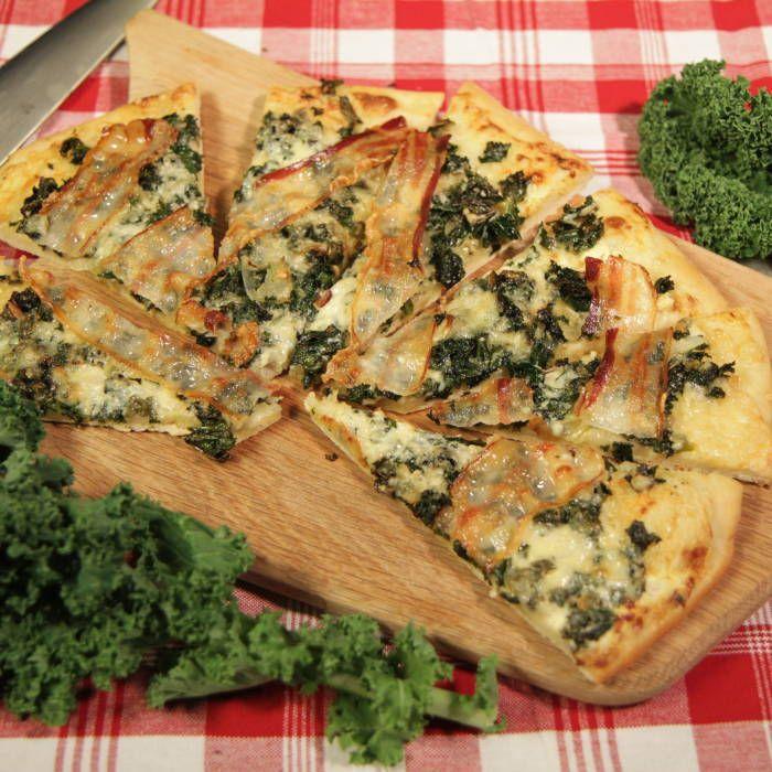 Mitt köks pizza med grönkål, pancetta och ädelost
