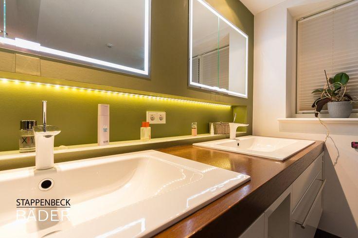Modernes freundliches Bad mit tollen Lichteffekten