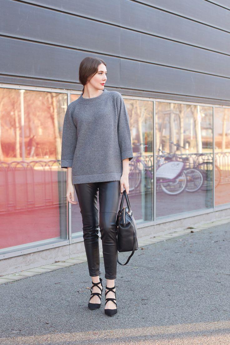 Outfit: Grey and Black | Mood For Style - Fashion, Food, Beauty & Lifestyleblog | Outfitpost mit einem Kaschmir-Pullover von Riani, einer Lederhose von s.Oliver Premium, einer Wickeljacke von Hugo Boss, Pumps von Zara sowie einer Michael Kors Tasche.