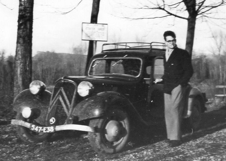 PHOTO ANCIENNE_HOMME A COTE VOITURE CITROEN TRACTION AVANT_IMM 547-E38