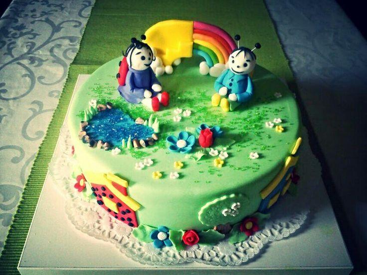 Bogyó és babóca torta..